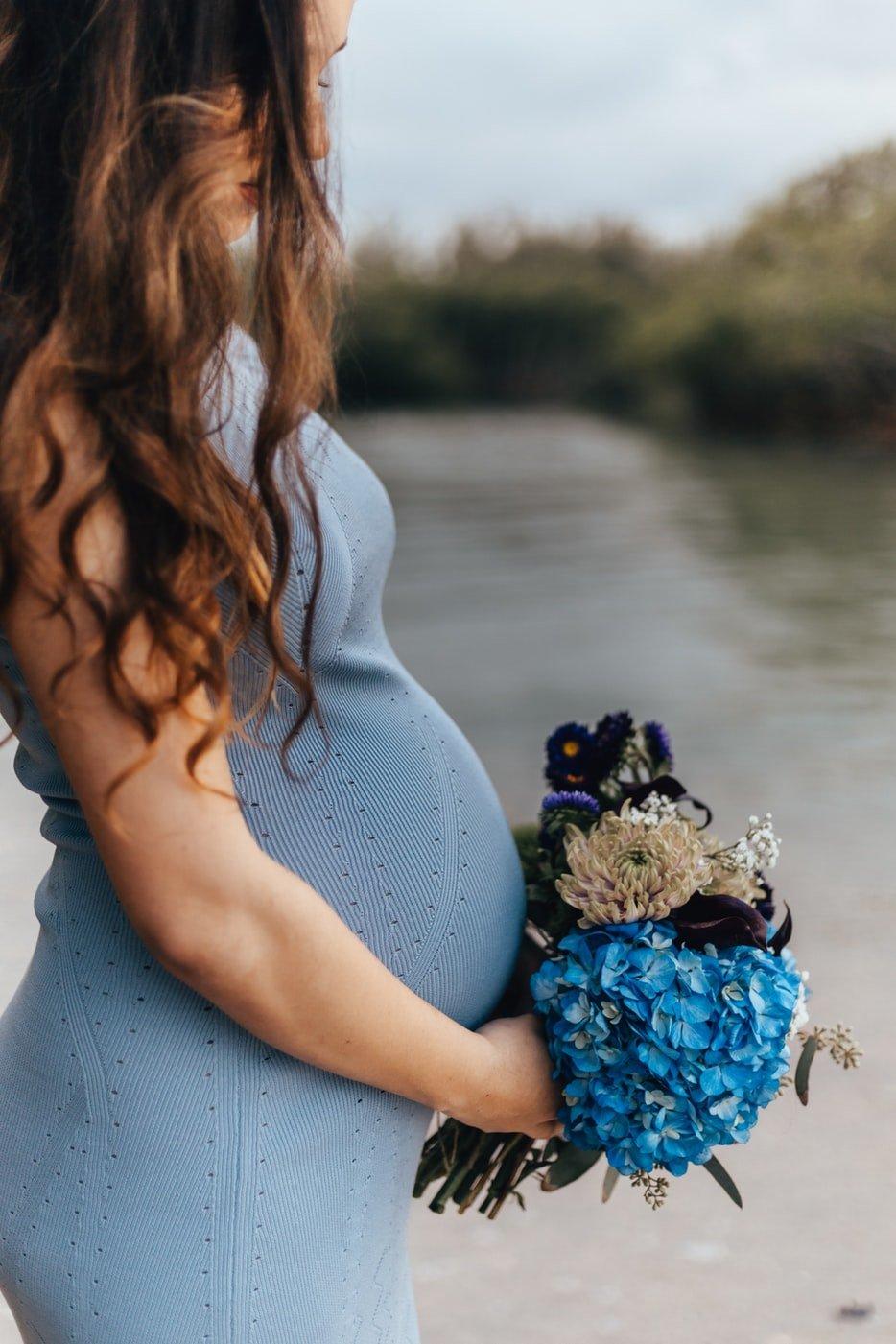abito attillato foto gravidanza
