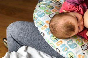 Read more about the article Cuscino allattamento: le tipologie e quali sono i migliori